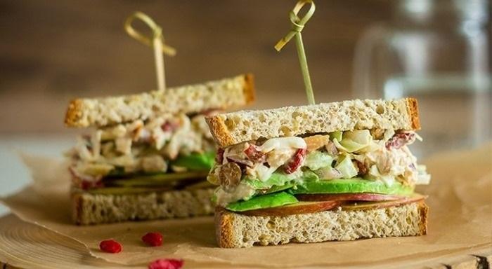 Diyabetlilere Özel – Ton Balıklı Ve Avokadolu Sandviç